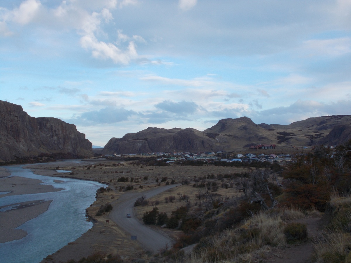 The small town of El Chalten surrounded by the mountains